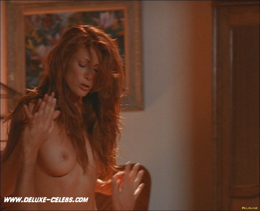 Angie Everhart Nude Pictures